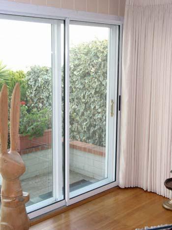 tips desain rumah dengan jendela lebar untuk kesan mewah